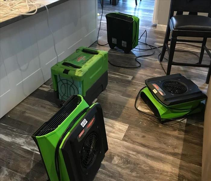 air movers throughout kitchen